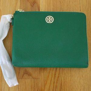 Tory Burch Roslyn Large Wristlet Clutch in Emerald